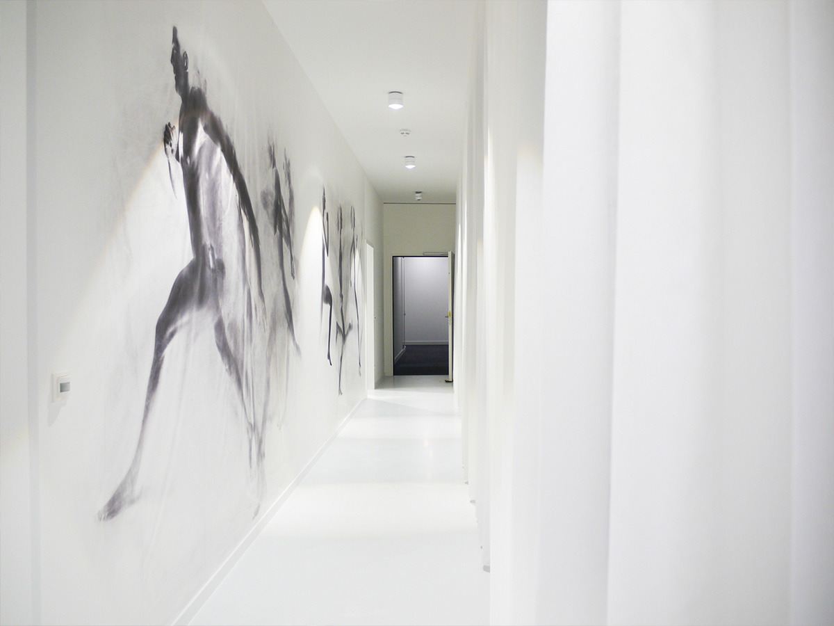 Wandtapete laufender Mann zur Umkleide